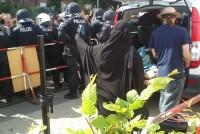 """Strafanzeige wegen Volksverhetzung - """"Pro Deutschland""""-Aktivistin trägt eine Burka"""