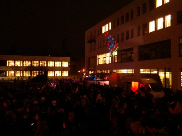 Rave-Demo: Nach und nach trudeln gut 800 Leute ein