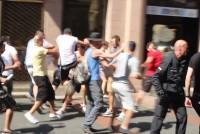 Angriff auf Teilnehmer der Gegenkundgebung (Videoausschnitt)