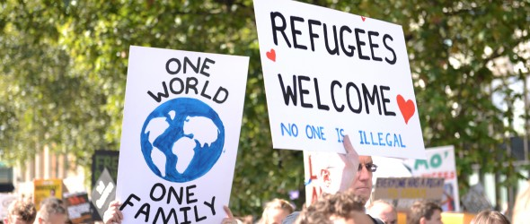 Auch international gibt es Kämpfe für die Rechte von Geflüchteten - hier: London 09/2015 (Symbolbild by Ilias Bartolini, CC BY-SA 2.0)