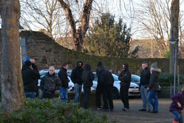 Sammeln vor der Kundgebung in Northeim: Teile der lokalen Extremen Rechten.