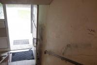 Die Haustür aus der Perspektive der AktivistInnen. Links die Treppe zum Sous-Terrain. Foto: M. Schlorke
